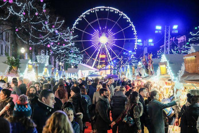De openingsavond van de kerstmarkt kent een grote opkomst.