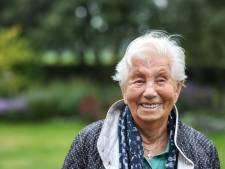 100-jarige Tonnie streeft Marie (99) voorbij als oudste leerling St. Alphonsusschool