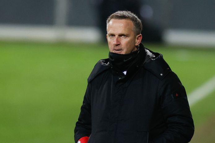 John van den Brom verloor zijn tweede laatste duels in de Jupiler Pro League.
