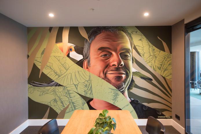 Graffiti-artiesten hebben muren van vergaderruimtes in van de Valk Hotel beschilderd met bekende Eindhovenaren zoals Piet Hein Eek
