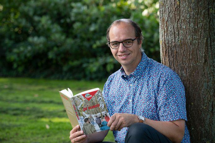 Johan Leeflang uit IJsselmuiden schrijft kinderboeken. Het vijfde boek in zijn serie 'De Bunker' is net verschenen.