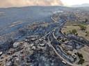Le feu qui a commencé mercredi dans une forêt de Manavgat, dans la province d'Antalya, a rapidement atteint les zones habitées en raison de vents violents, ravageant les maisons, les champs, les lieux de production agricoles sous serre et les étables de plusieurs villages.