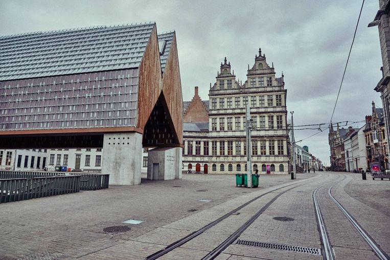 Het centrum van Gent ligt er verlaten bij tijdens de eerste lockdown in maart vorig jaar. Beeld Thomas Sweertvaegher