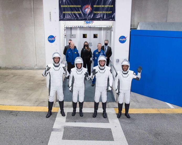 Thomas Pesquet, Megan McArthur, Shane Kimbrough et Akihiko Hoshide s'envolent pour l'ISS