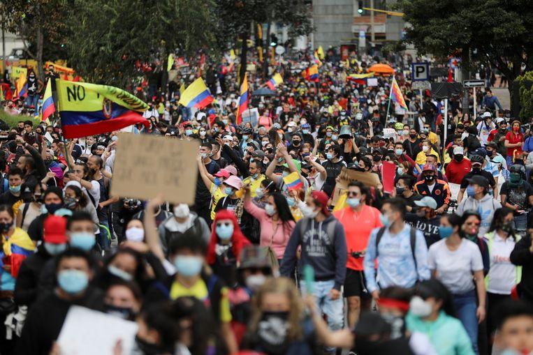 Demonstratie tegen de mogelijke belastingverhoging in hoofdstad Bogota, Colombia, op 1 mei. Beeld REUTERS