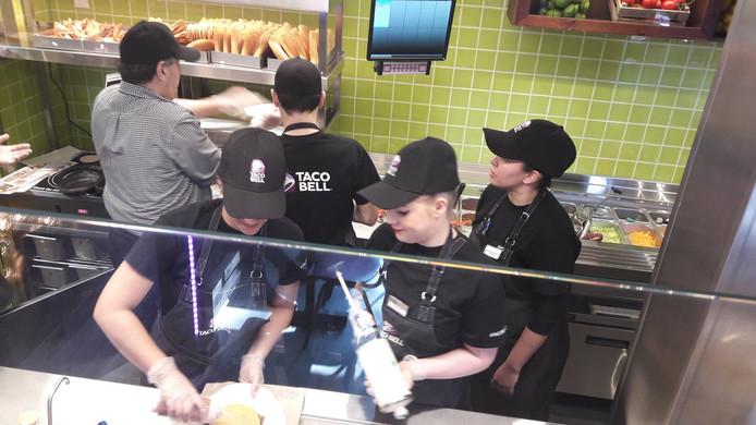 Aanpoten bij de net geopende Taco Bell in Eindhoven.