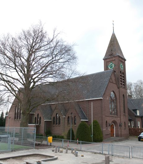Kerk De Vecht na zes jaar weer te koop: 'met deze eisen staat dit gebouw nóg zes jaar leeg'