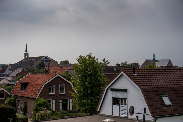 De gebouwen van de gereformeerde kerken in Opheusden: links de Gereformeerde Gemeente in Nederland, rechts de Gereformeerde Gemeente.