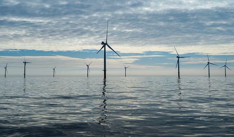 Windmolens in de Noordzee, 23 kilometer uit de kust tussen Zandvoort en Noordwijk. De windmolens zijn onderdeel van windpark Luchterduinen van Eneco.  Beeld ANP