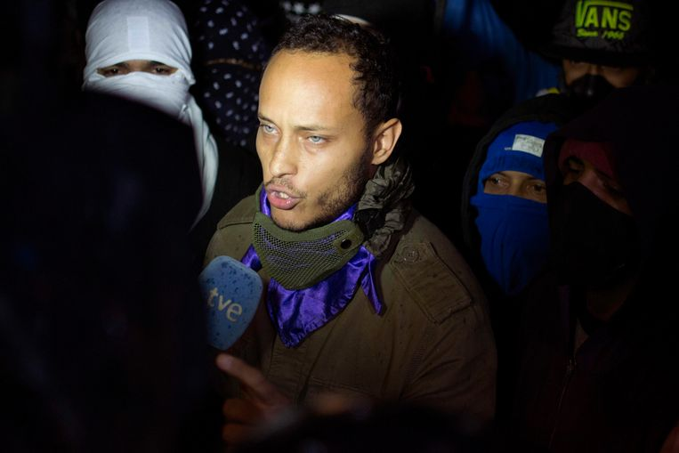 In this July 13, 2017 file photo, Óscar Pérez speaks to the press at a night vigil to honor the more than 90 people killed during three months of anti-government protests, in Caracas, Venezuela.  Beeld AP