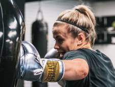 Amerikaanse boksters vliegen elkaar al aan bij staredown