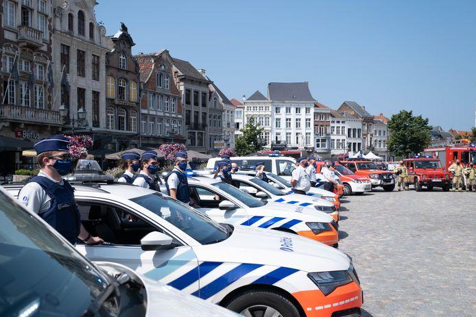 MECHELEN - Minuut stilte voor de slachtoffers van de overstromingen in België op de Grote Markt