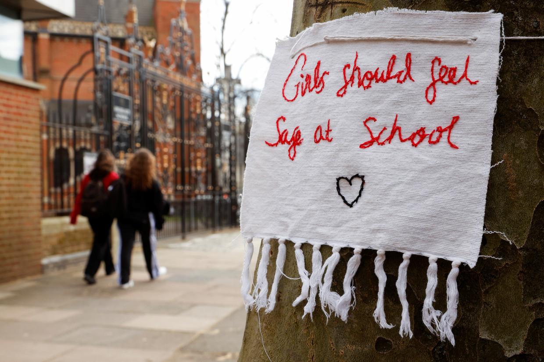 Op veel Britse elitescholen opereren jongens in groepen, om vrouwen te misbruiken. Beeld REUTERS