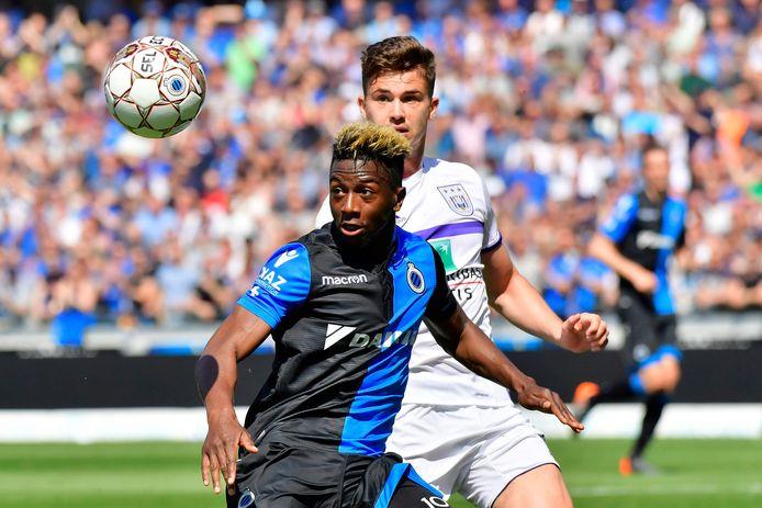 Hier in 2018, tijdens de titelwedstrijd tegen Anderlecht, in duel met Leander Dendoncker.
