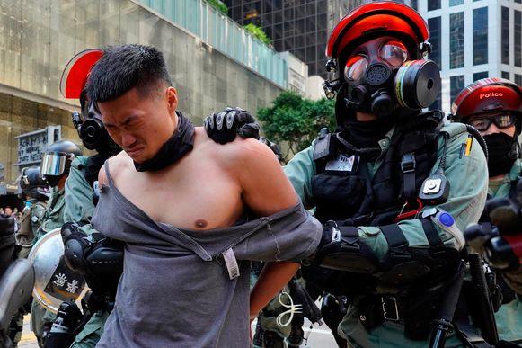 Arrestatie van een manifestant in Hongkong.