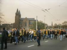 Supporters herhalen historische optocht naar GelreDome 'om te laten zien dat Vitesse leeft'