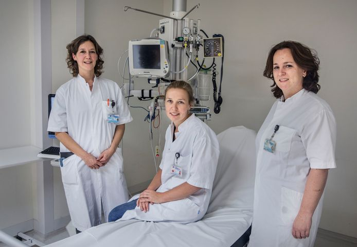 v.l.n.r. Ingrid Kroon specialist ouderengeneeskunde, Karin Rappard internist, Joyce Kranendonk transferverpleegkundigde. Haga ziekenhuis op de spoedeisende hulp. (Den Haag 06-12-19) Foto:Frank Jansen