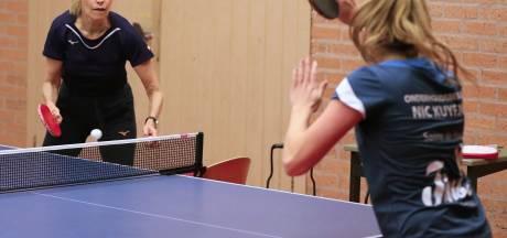 Brandwijkse Sanne werkt met tafeltennisicoon Bettine Vriesekoop: 'Zij is een geweldige trainster'