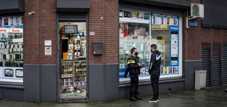 Overvaller laat flinke ravage achter in telefoonwinkel Hillevliet