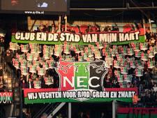 Boze NEC-supporters wachten spelersbus op na nederlaag bij FC Twente