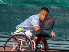 'Snelste rolstoeltennisser ter wereld' maakt twee paar ouders trots, in Arnhem en Brazilië
