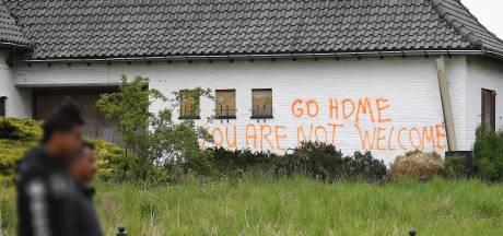 Verlaten boerderij Stevensbeek regelmatig beklad met boodschappen aan asielzoekers