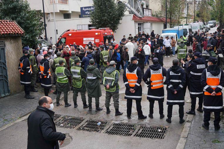 Hulpdiensten nabij de textielfabriek. Beeld AFP