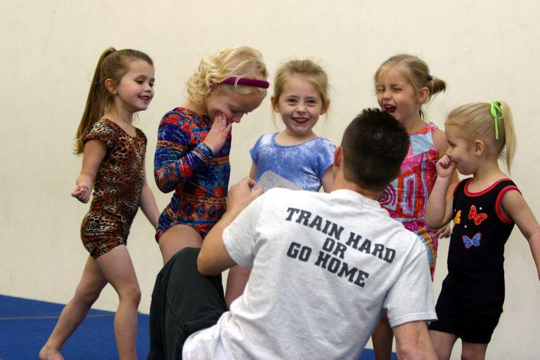 Kleuters tijdens een gymnastiektraining in Plano, Texas. Beeld Hans Vandeweghe