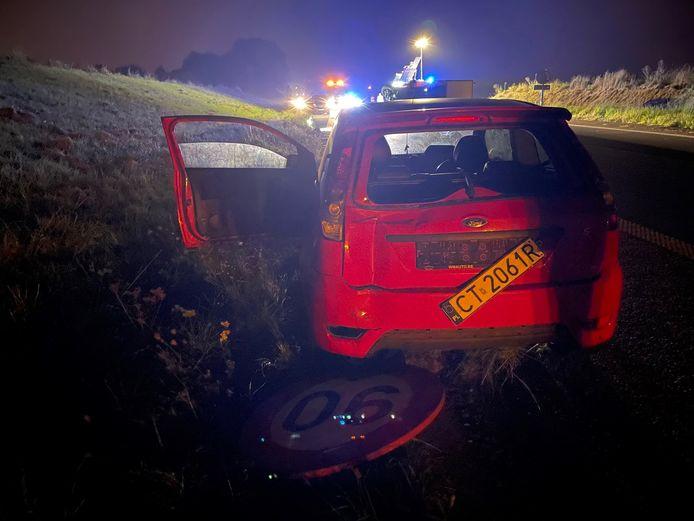 IEPER: de A19 in Ieper was zaterdagavond een tijdlang afgesloten na een ongeval met een kleine vrachtwagen en een Poolse Ford Fiesta.