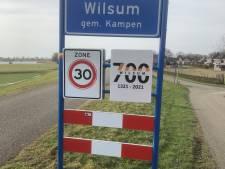 Wie ontvreemdde het jubileumbord van Wilsum? 'Over een week wordt het diefstal'