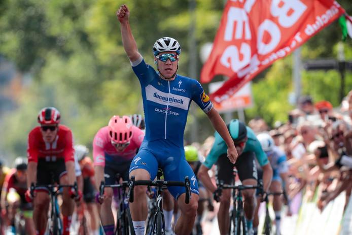 Fabio Jakobsen wint de sprint in Ede.