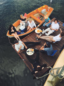 Bij Lupo kan je net zoals bij Noah aanmeren met je eigen boot voor een hapje of een drankje.