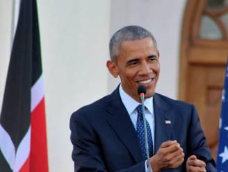 Obama drijft de spot met critici