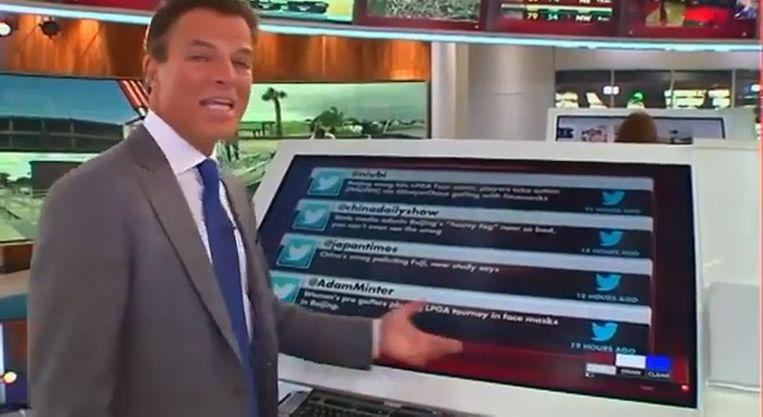 Fox News-anchor Shepard Smith bij zo'n gigantische tablet Beeld YouTube