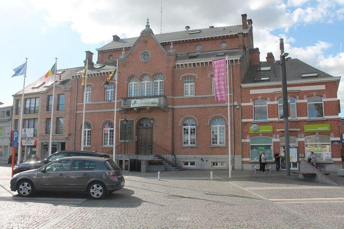 Het gemeentehuis van Lennik wordt vanaf maart 2019 heringericht.