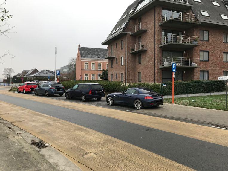 De gemeente voorzag een busparking aan het Witteshof op de Scheldekaai.