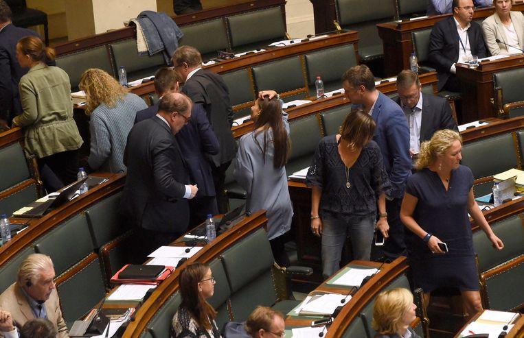 N-VA verlaat halfrond na toespraak van Ecolo-Groen. Beeld Photo News