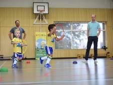 Voetjebal brengt ouder en peuter dichter bij elkaar; 'Elkaar een high five geven is leuk en stoer'