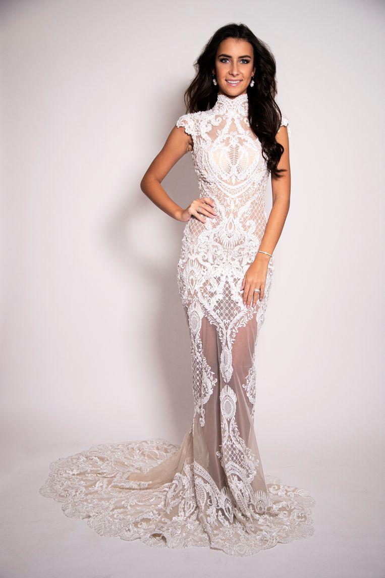 Elena Castro Suarez toont haar nationaal kostuum voor Miss World