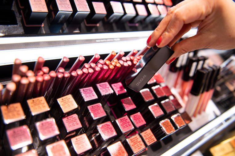 De verkoop van lippenstift blijft achter. Beeld Hollandse Hoogte