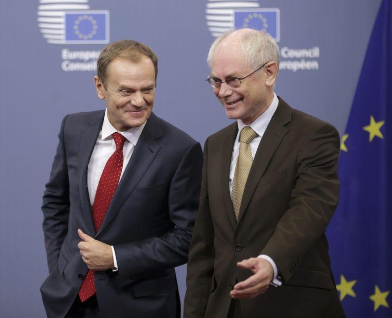 Herman Van Rompuy (rechts) met zijn opvolger Donald Tusk. Beeld epa