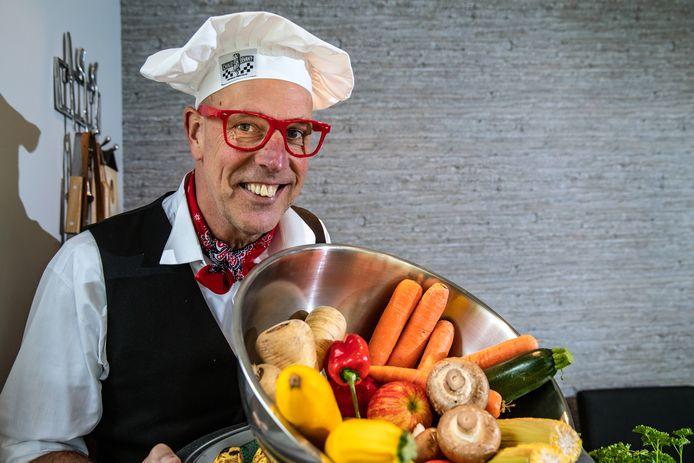 Ben Ellenbroek uit Raalte heeft een Sallands kookboek gemaakt, vol met streekgerechten gemaakt van streekproducten.