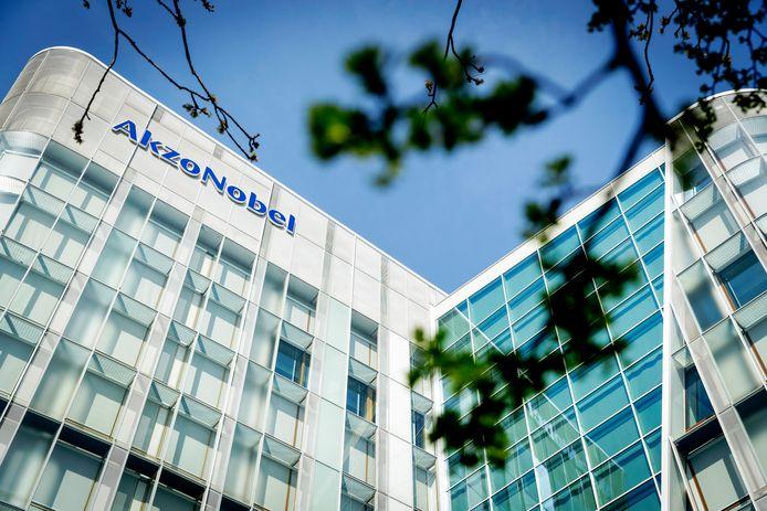 Exterieur van het hoofdkantoor van chemiebedrijf AkzoNobel aan de Zuidas. (ANP/ROBIN VAN LONKHUIJSEN)