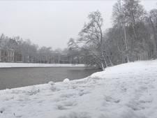 Winterse neerslag zorgt voor sfeervolle beelden in Zwolle