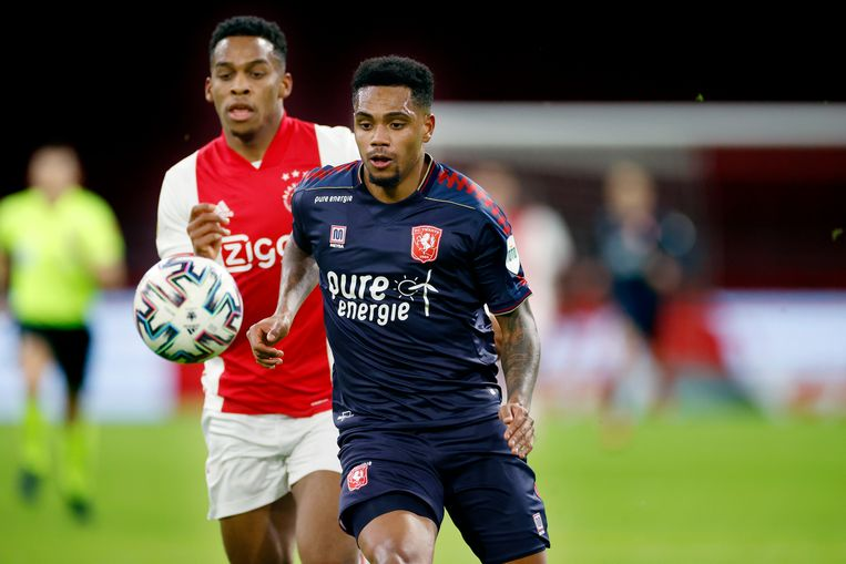 Danilo Pereira da Silva in het shirt van FC Twente tijdens een wedstrijd tegen Ajax, 5 december 2020.  Beeld Pro Shots / Stanley Gontha