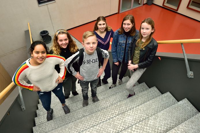 Antoniuscollege. MAVO -XL leerlingen. Vlnr: Nisrine Salnane, Haley Boegheim, Mike Koerts, Tess de Visser, Marissa van Tol en Luna Seelt.