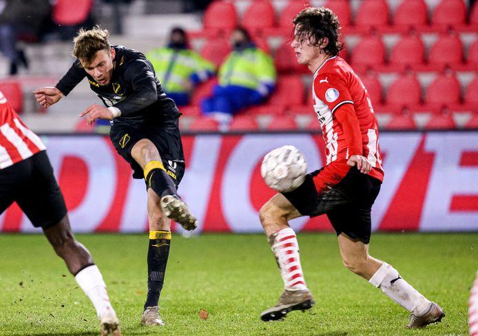 Sydney van Hooijdonk maakte het enige doelpunt van NAC tegen Jong PSV.