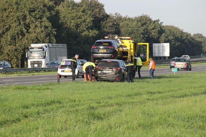 De auto's raakten zwaarbeschadigd en werden afgevoerd.