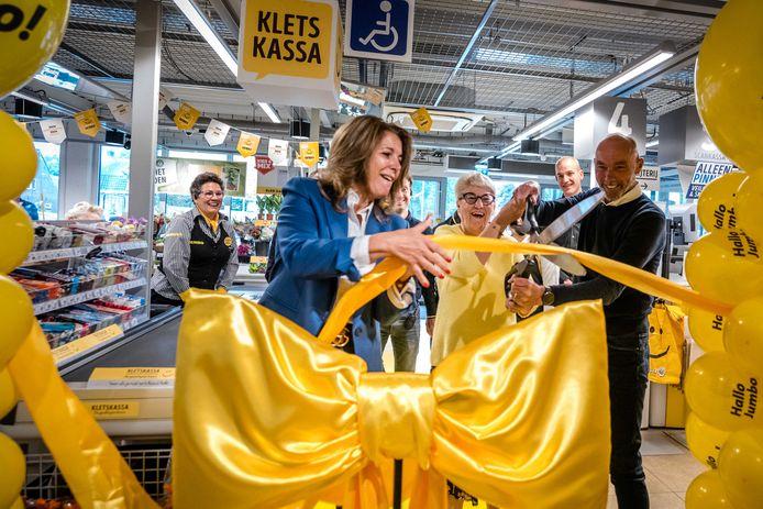 Opening van de kletskassa in een vestiging van Jumbo in het Nederlandse Udenhout vandaag.
