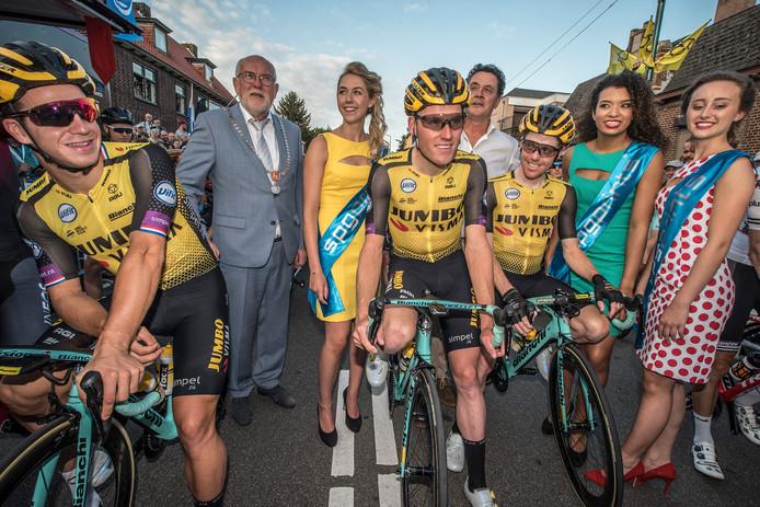 Dylan Groenewegen, Mike Teunissen en Steven Kruijswijk bij de start van Daags na de Tour.